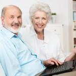 Menschen die Ihre Leistungen und Pflege Online Prüfen und Hilfe bekommen.