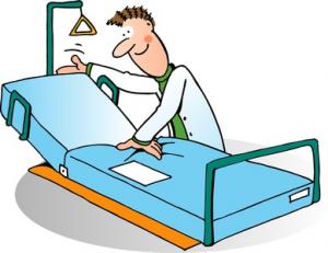Auf dem Bild sehen Sie einen Pfleger mit einem Pflegebett.